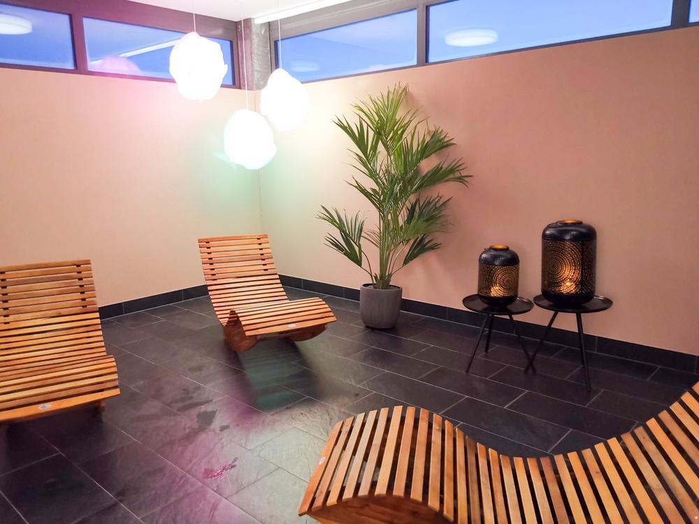 Catrina Resort Unterkunfttipp Disentis Graubünden Schweiz Ruheraum im Saunabereich