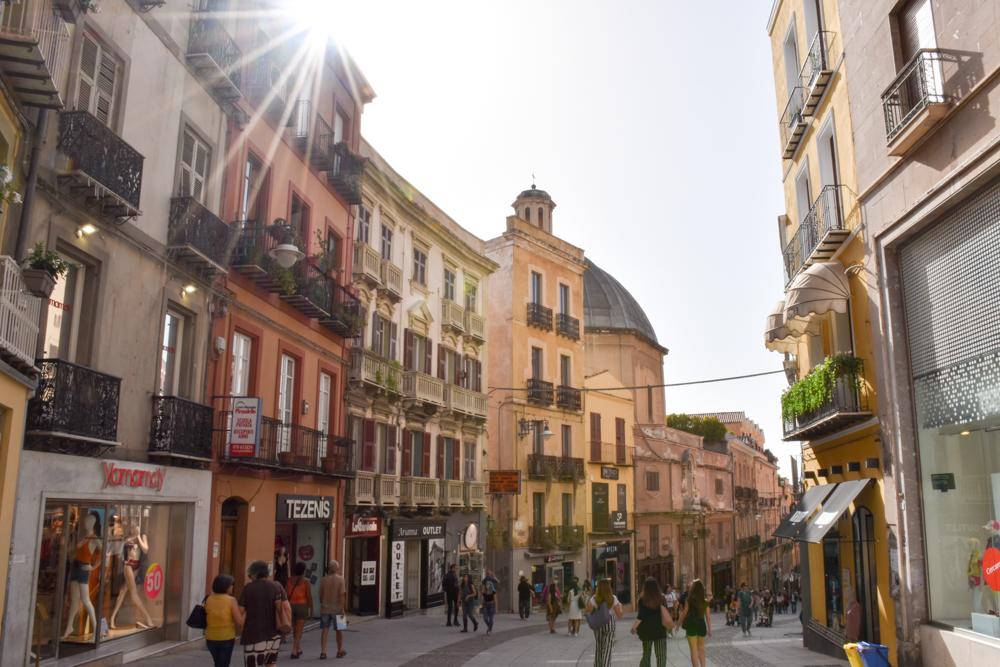 Corona Sardinien Einkaufsstrasse Cagliari