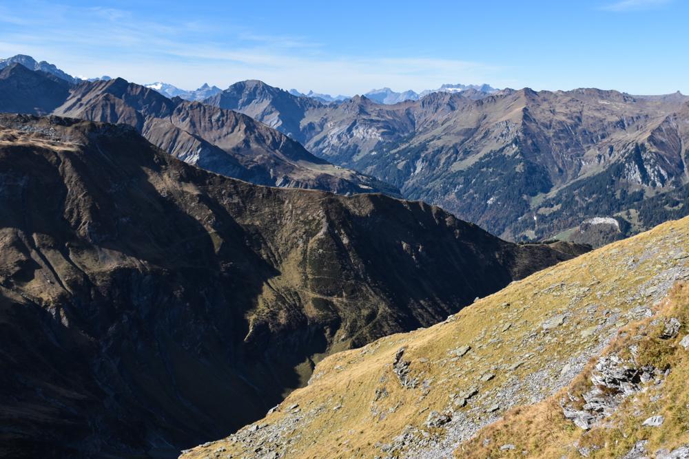 5-Seen-Wanderung Pizol Heidiland St. Gallen Schweiz Blick über die Glarner Alpen