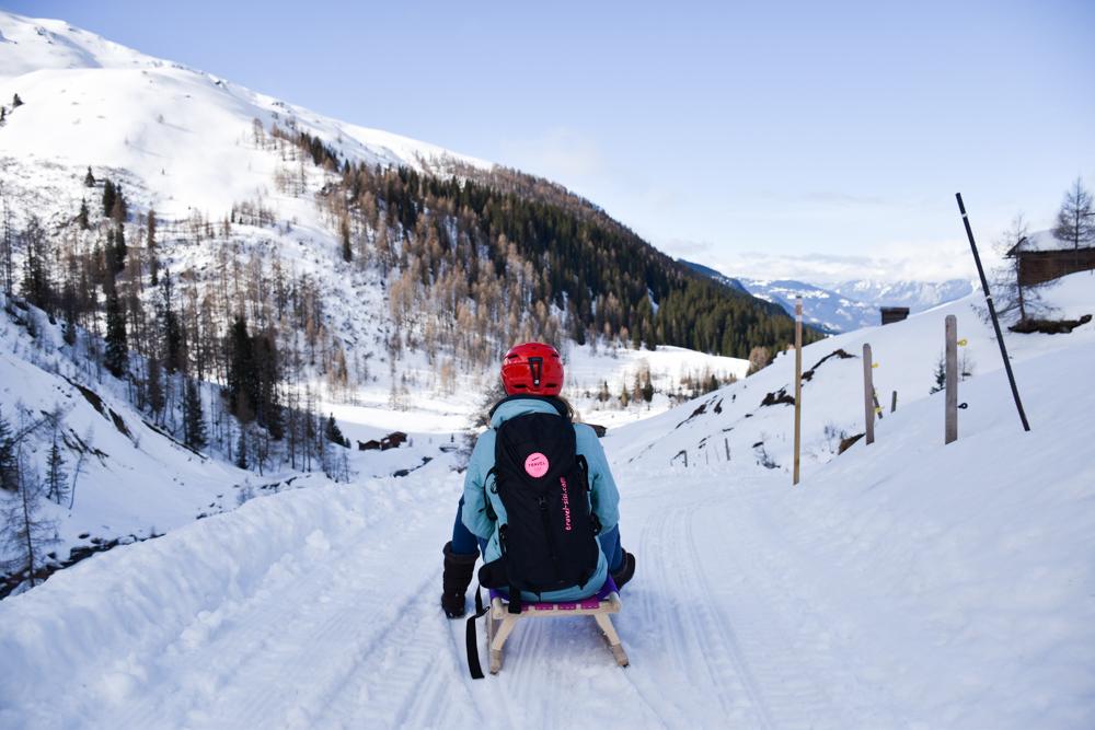 Unterkunftstipp Heimeli Sapün Arosa Graubünden Schweiz Abreise mit dem Schlitten