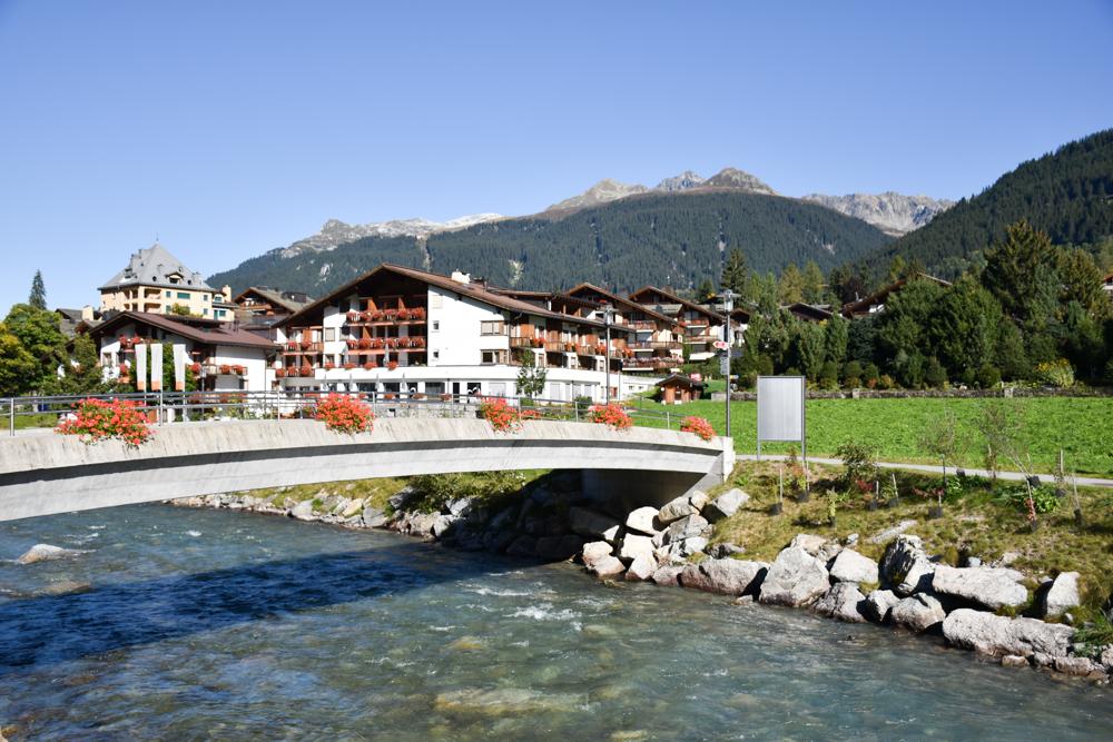 Ausflugstipp Zwergenweg Klosters Graubünden Schweiz Start im Dorf