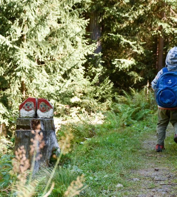 Unterhaltsame Familienwanderung Zwergenweg in Klosters