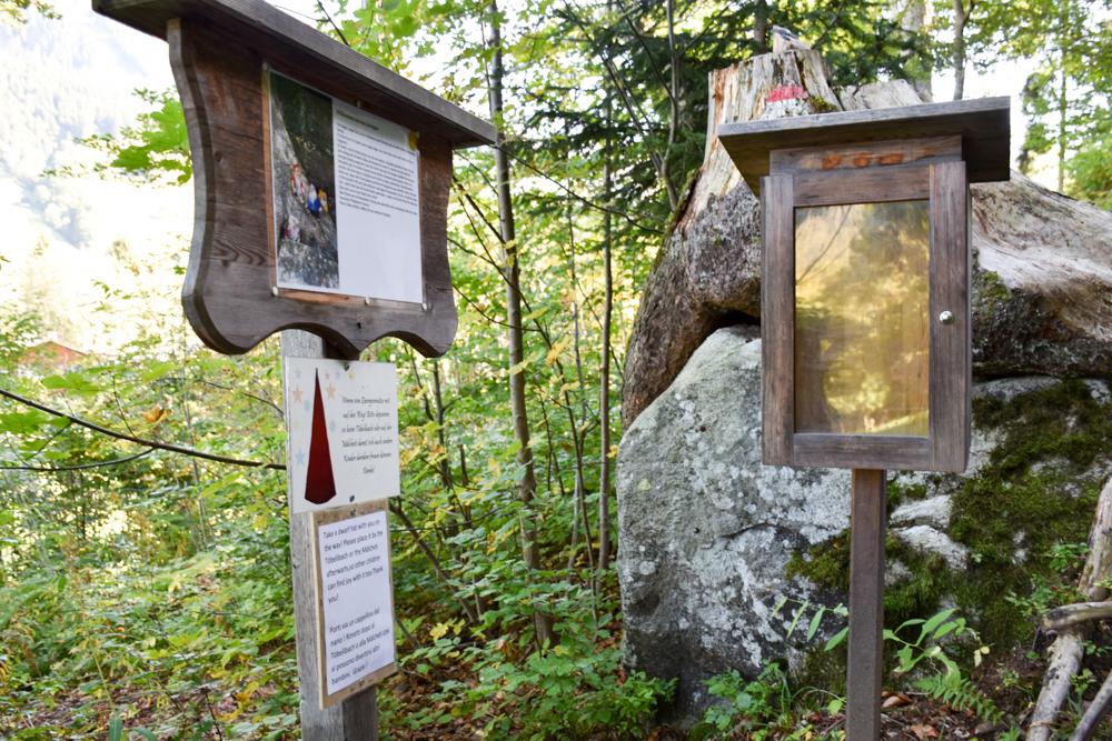 Ausflugstipp Zwergenweg Klosters Graubünden Schweiz Eingang zum Themenweg