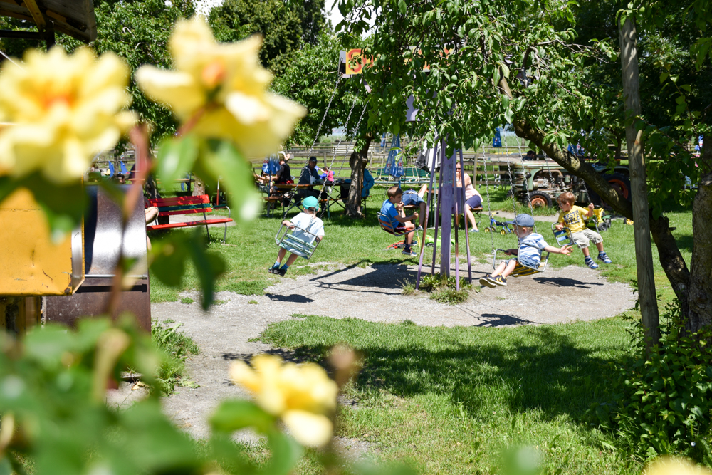 Familienfreundliche Fahrradtour Thurgau Bodensee Spielplatz Sunnehüsli Güttingen
