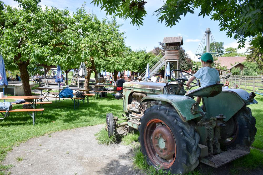 Familienfreundliche Fahrradtour Thurgau Bodensee Traktor Sunnehüsli Güttingen