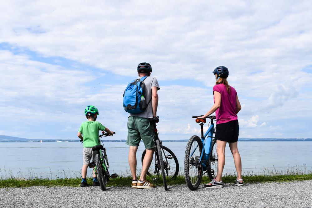 Familienfreundliche Fahrradtour Thurgau Bodensee Travel Sisi Esther Mattle mit Familie am Bodensee mit Bikes