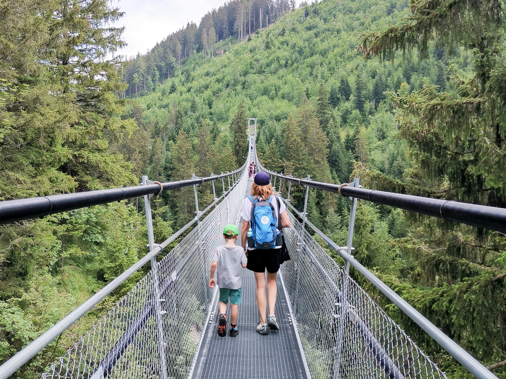 Familienausflug Sattel Hochstuckli Schwyz Schweiz Raiffeisen Skywalk Hängebrücke