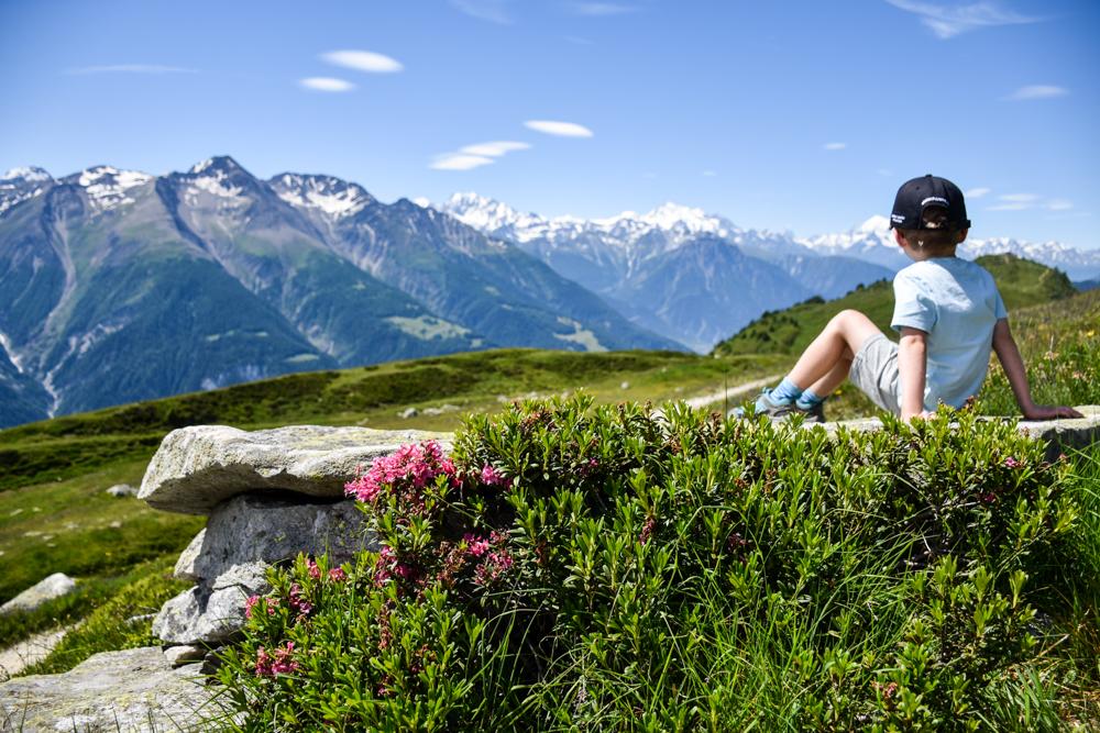 Familienwochenende Aletsch Arena Wallis Schweiz Ausblick geniessen Herrenweg