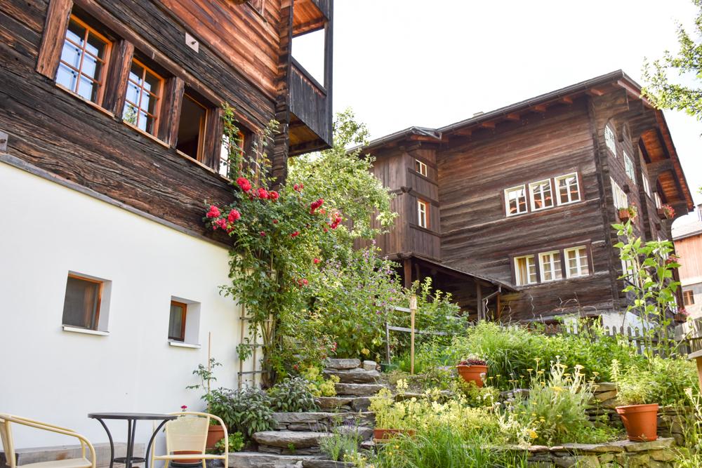 Familienwochenende Aletsch Arena Wallis Schweiz Garten Baumhaus BB