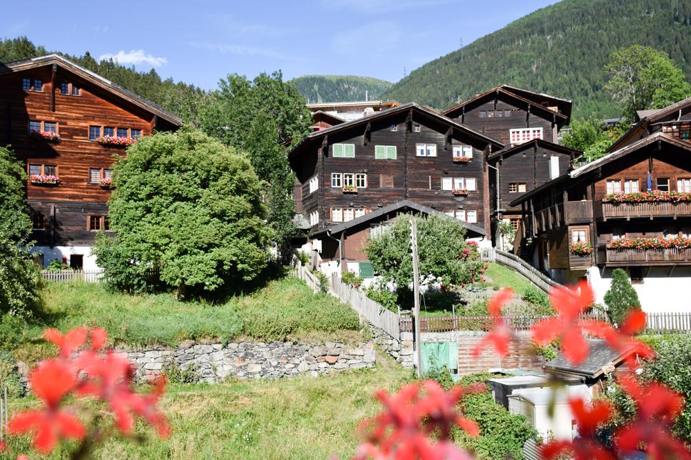 Familienwochenende Aletsch Arena Wallis Schweiz Holzchalets Fiesch