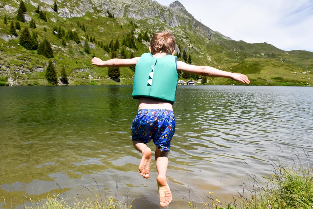 Familienwochenende Aletsch Arena Wallis Schweiz Schwimmen im Bettmersee
