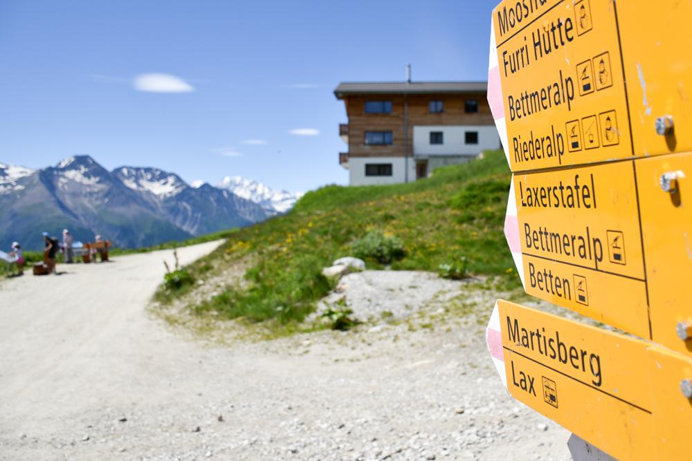 Familienwochenende Aletsch Arena Wallis Schweiz Wegweiser Herrenweg Fiescheralp Bettmeralp