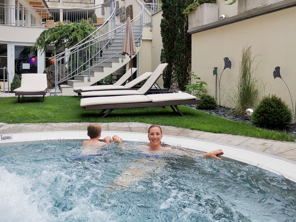Familienwochenende Pitztal Tirol Österreich Sprudelpool Hotel Andy Jerzens