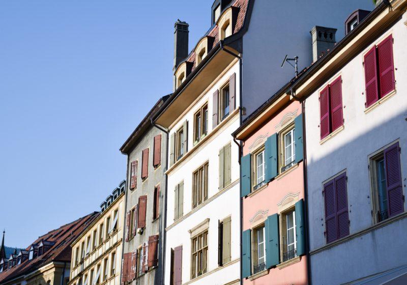 Reisetipps Neuchatel Neuenburg Schweiz Häuser in der Altstadt