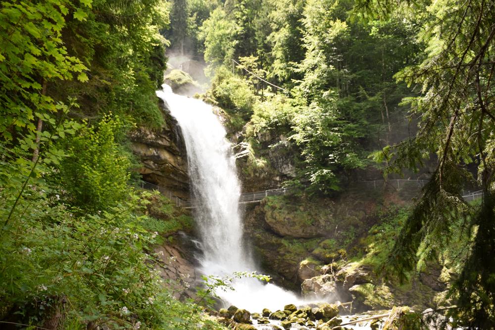 Ausflugstipp Giessbachfälle Brienzersee Interlaken Schweiz Rundweg Wasserfall