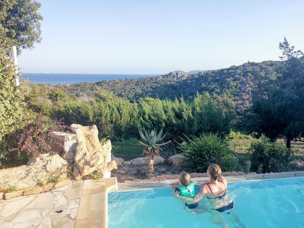 Camping Rundreise Korsika Schwimmbad mit Aussicht Campingplatz Rondinara