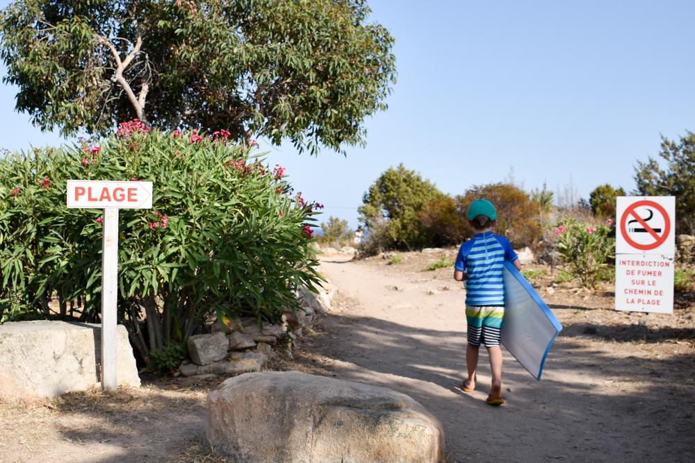 Camping Rundreise Korsika Campingplatz Rondinara Weg zum Strand