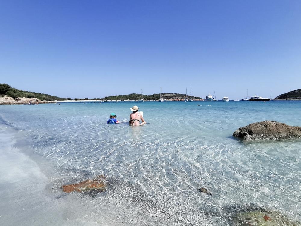 Camping Rundreise Korsika glasklares Wasser am Strand von Rondinara