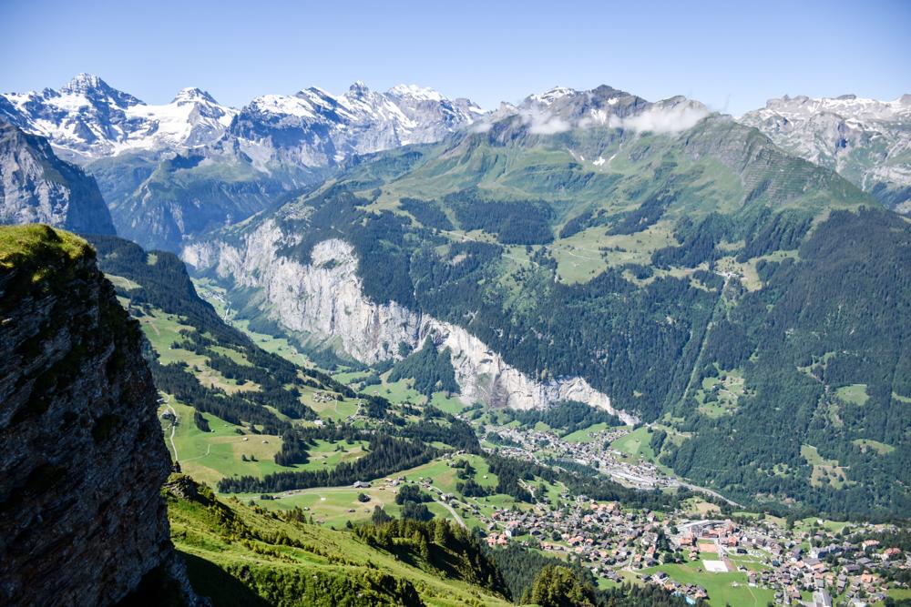 Familienausflug Lieselotteweg Männlichen Grindelwald Berner Oberland Schweiz Aussicht Lauterbrunnental
