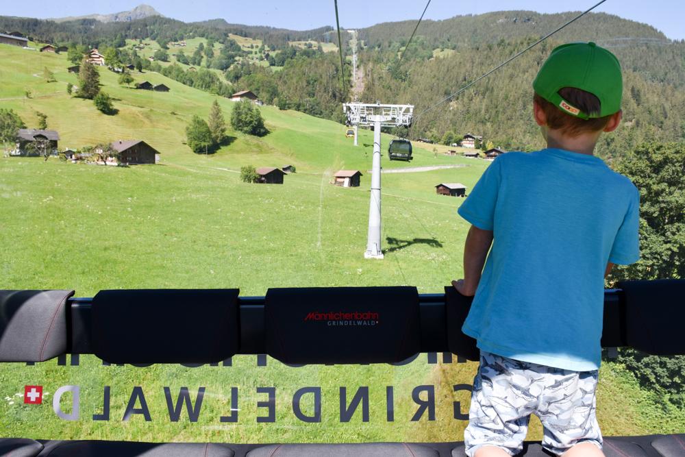Familienausflug Lieselotteweg Männlichen Grindelwald Berner Oberland Schweiz Gondelbahn mit Panorama