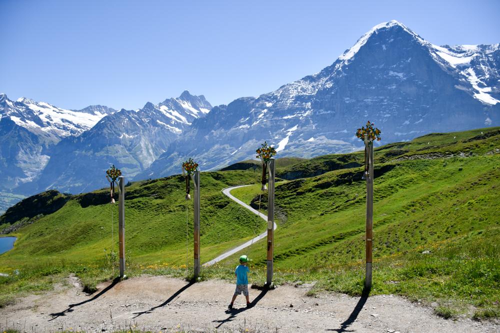 Familienausflug Lieselotteweg Männlichen Grindelwald Berner Oberland Schweiz Station Kuhglocken