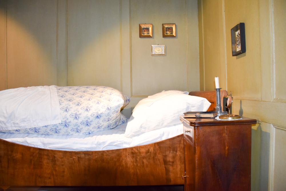 Familienwochenende Schaffhauserland Schweiz Museum Lindwurm Bett