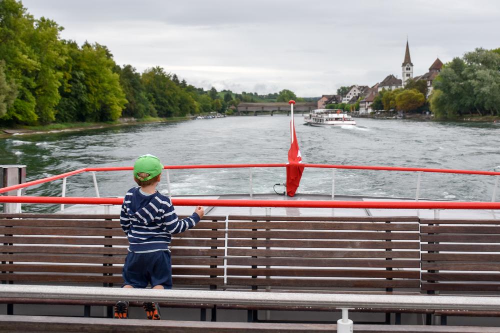 Familienwochenende Schaffhauserland Schweiz mit dem Schiff auf dem Rhein unterwegs