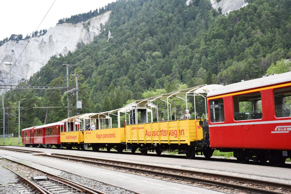 Ausflugstipp Wanderung Familie Rheinschlucht Graubünden Schweiz Erlebniszug Rheinschlucht RhB