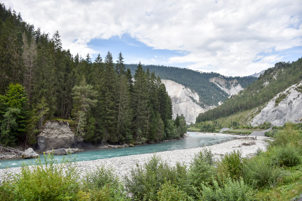 Ausflugstipp Wanderung Familie Rheinschlucht Graubünden Schweiz Blick auf die Rheinschlucht vom Zug