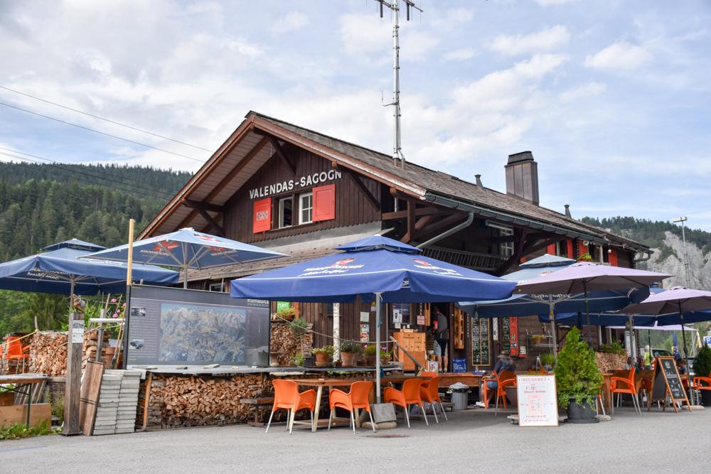 Ausflugstipp Wanderung Familie Rheinschlucht Graubünden Schweiz Ausgangspunkt Bahnhof Valendas-Sagogn