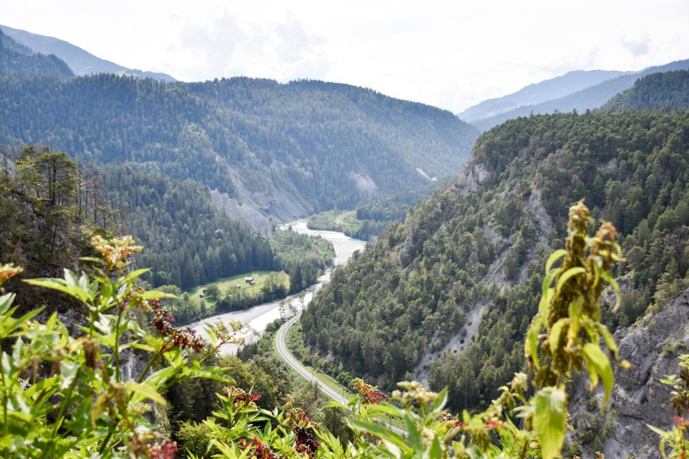 Ausflugstipp Wanderung Familie Rheinschlucht Graubünden Schweiz Aussichtsplattform Zault