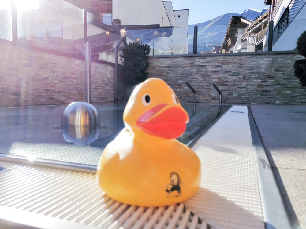 Familienwochenende Serfaus Tirol Österreich Aussenpool Familienhotel Furgler