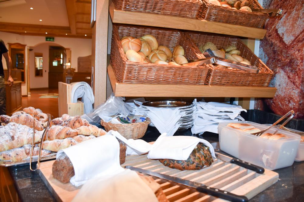 Familienwochenende Serfaus Tirol Österreich Familienhotel Furgler Brotauswahl