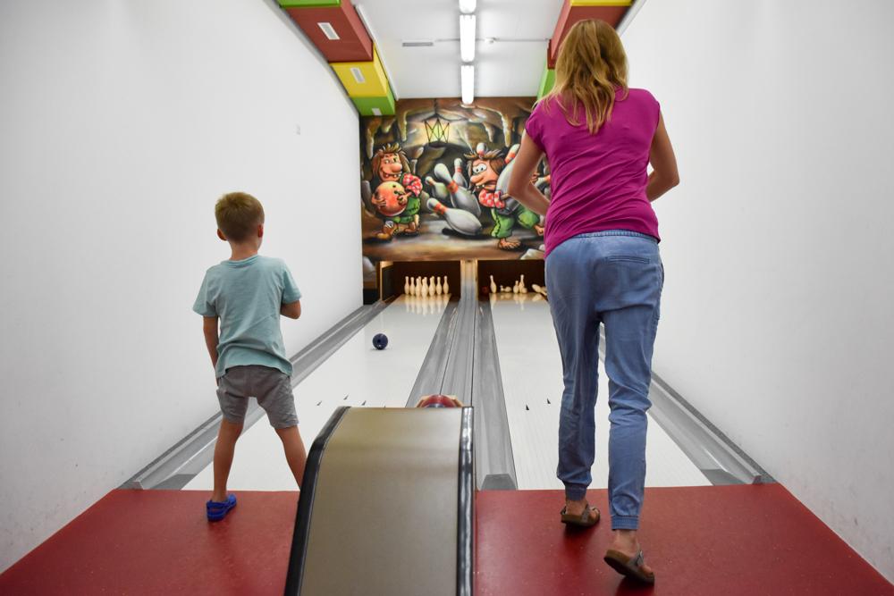 Familienwochenende Serfaus Tirol Österreich Familienhotel Furgler Mini Bowlinganlage