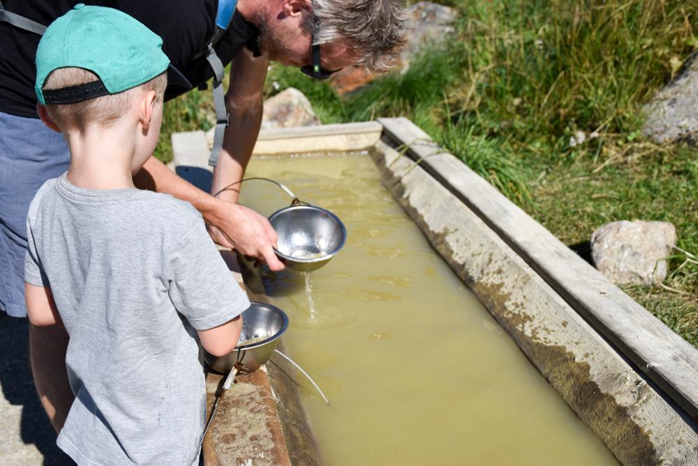 Familienwochenende Serfaus Tirol Österreich Goldwaschen Murmliwasser