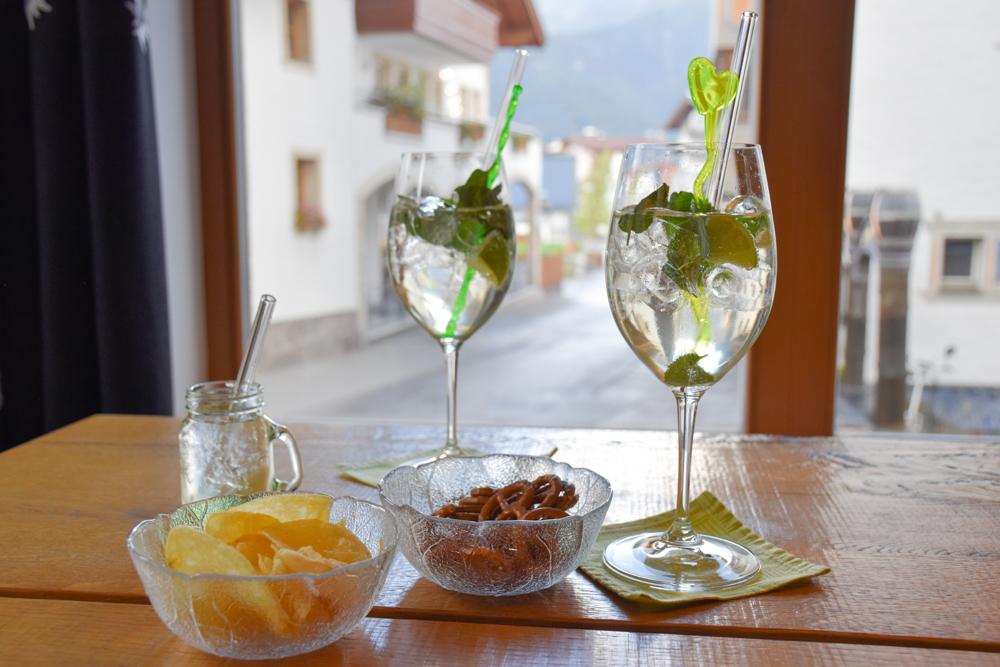 Familienwochenende Serfaus Tirol Österreich Willkommensdrink Familienhotel Furgler