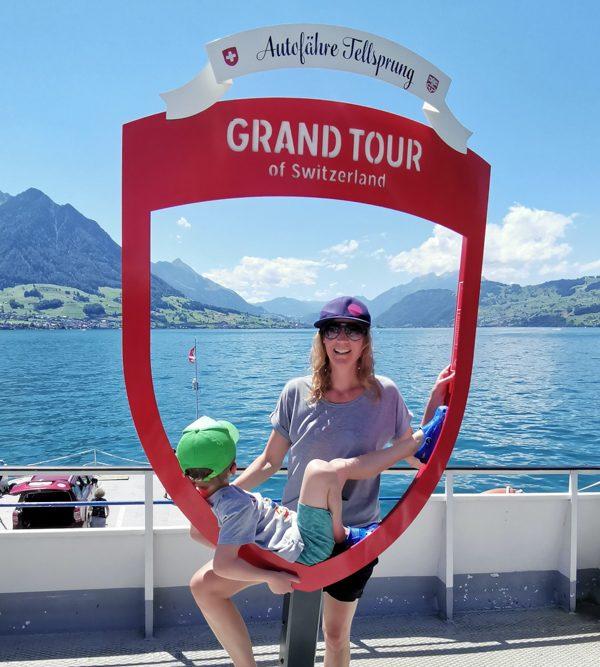 Kleine Grand Tour of Switzerland mit Familie Autofähre Vierwaldstättersee Gersau Beckenried