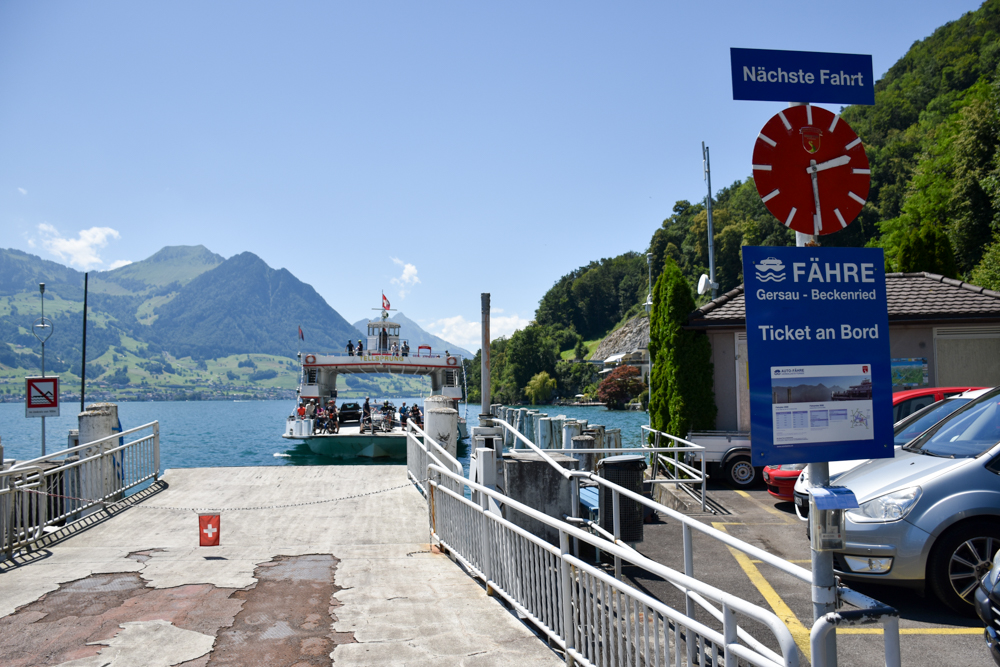 Kleine Grand Tour of Switzerland mit Familie Autofähre Vierwaldstättersee