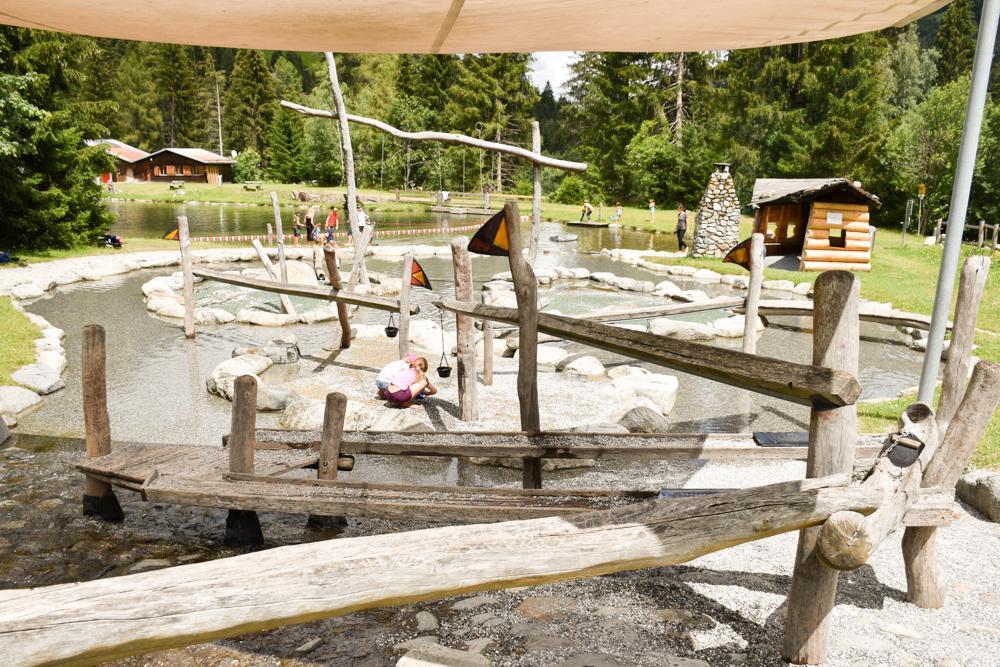 Kleine Grand Tour of Switzerland mit Familie Badesee und Spielplatz TCS Campingplatz Disentis Fontanivas