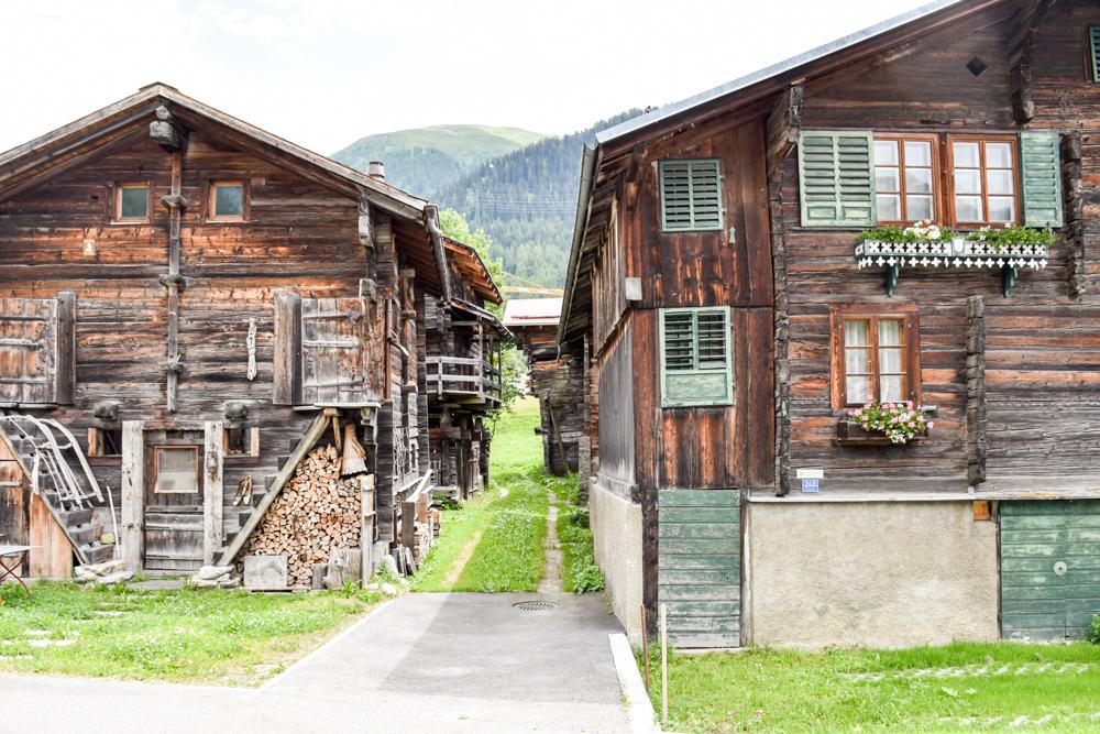 Kleine Grand Tour of Switzerland mit Familie Hübsche Walliserhäuser Reckingen