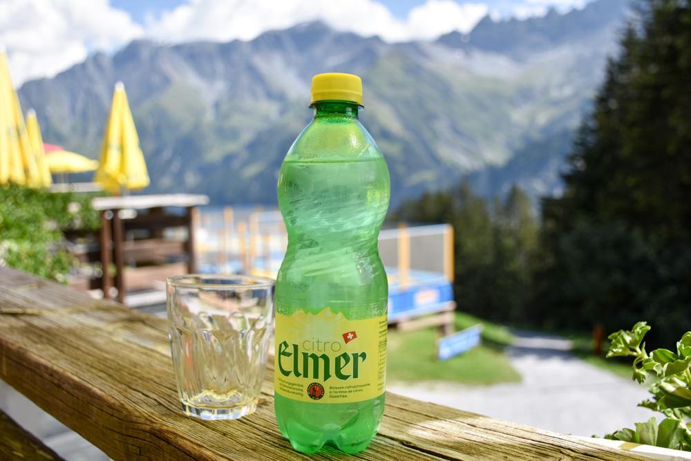 Ausflugstipp Familie Riesenwald Elm Glarus Schweiz Elmer Citro im Berggasthaus Ämpächli