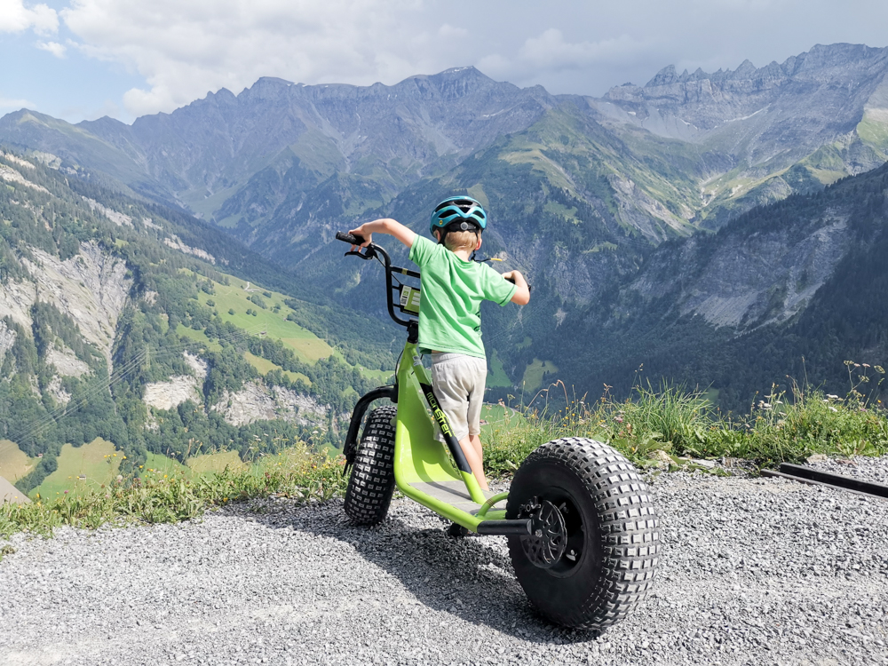 Ausflugstipp Familie Riesenwald Elm Glarus Schweiz Riesentrottinett