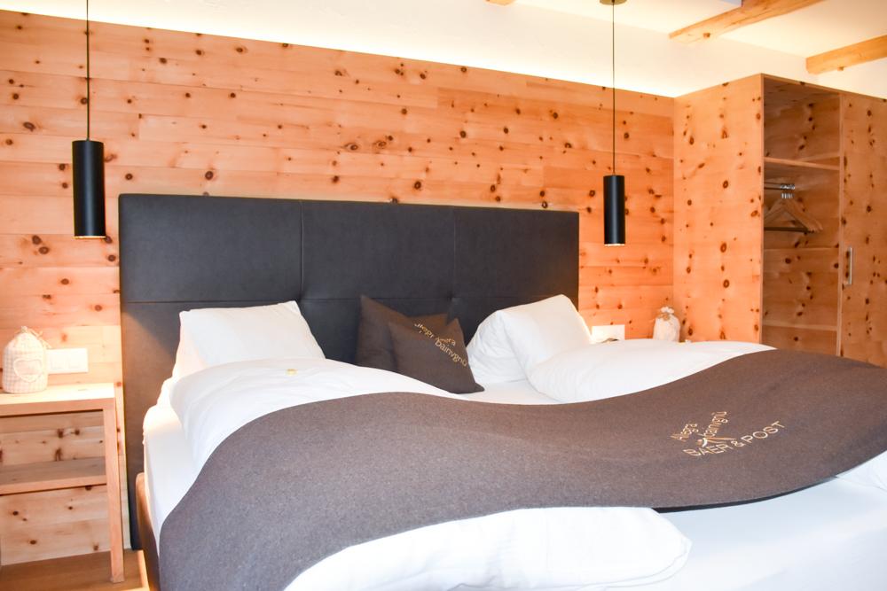 Familienwochenende Schweizerischer Nationalpark Engadin Graubünden Schweiz Schlafzimmer Hotel Bär und Post Zernez