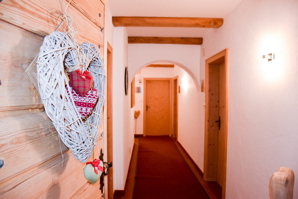Familienwochenende Schweizerischer Nationalpark Engadin Graubünden Schweiz Dekoration Hotel Bär und Post Zernez