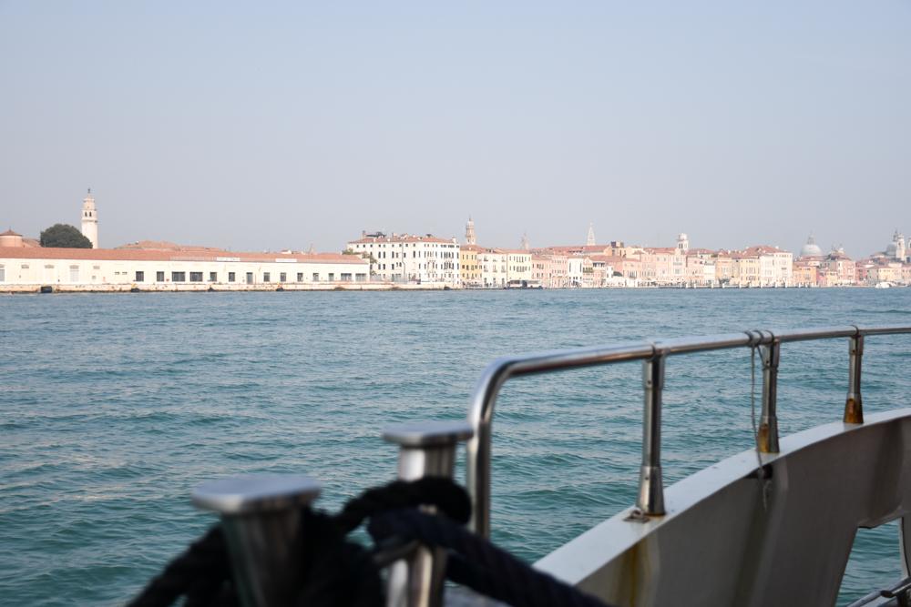 Camper Reise Venedig Italien Blick auf Venedig vom Schiff