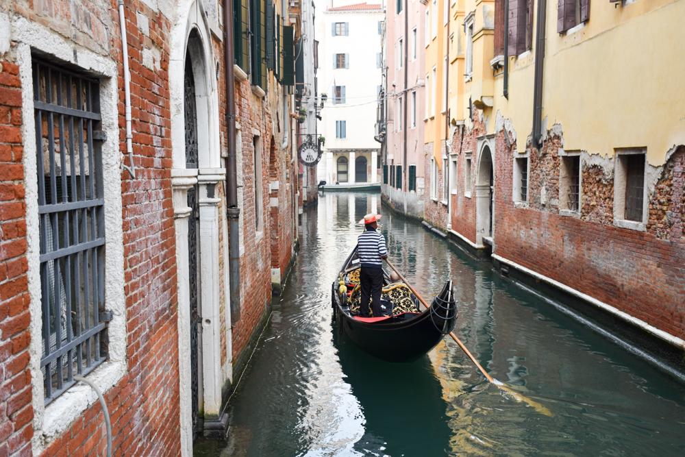 Camper Reise Venedig Italien Gondoliere