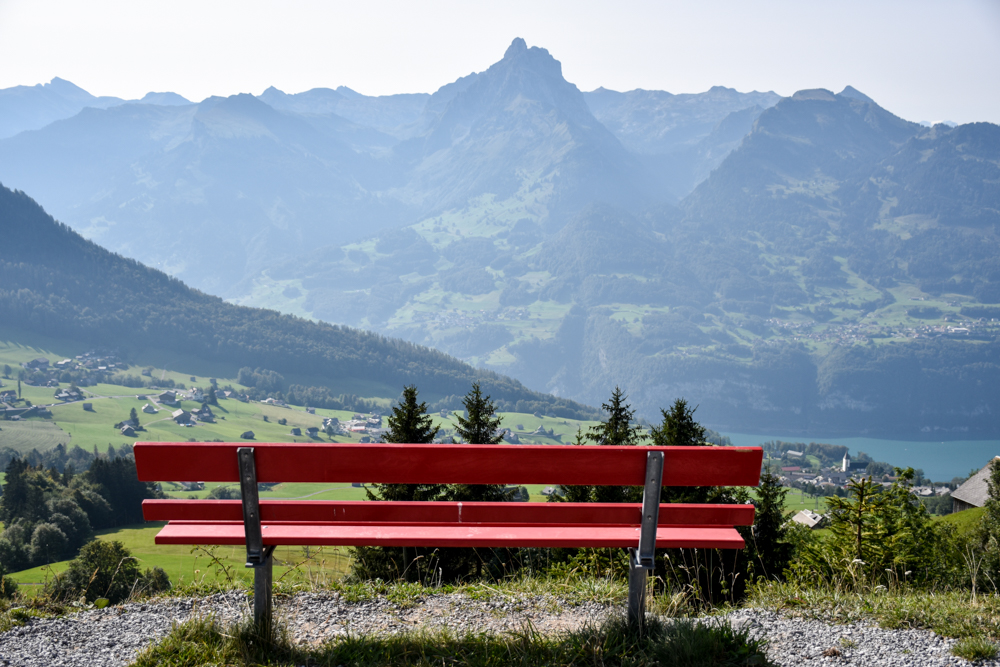 Munggeweg Amden St. Gallen Schweiz Aussicht geniessen auf den Walensee