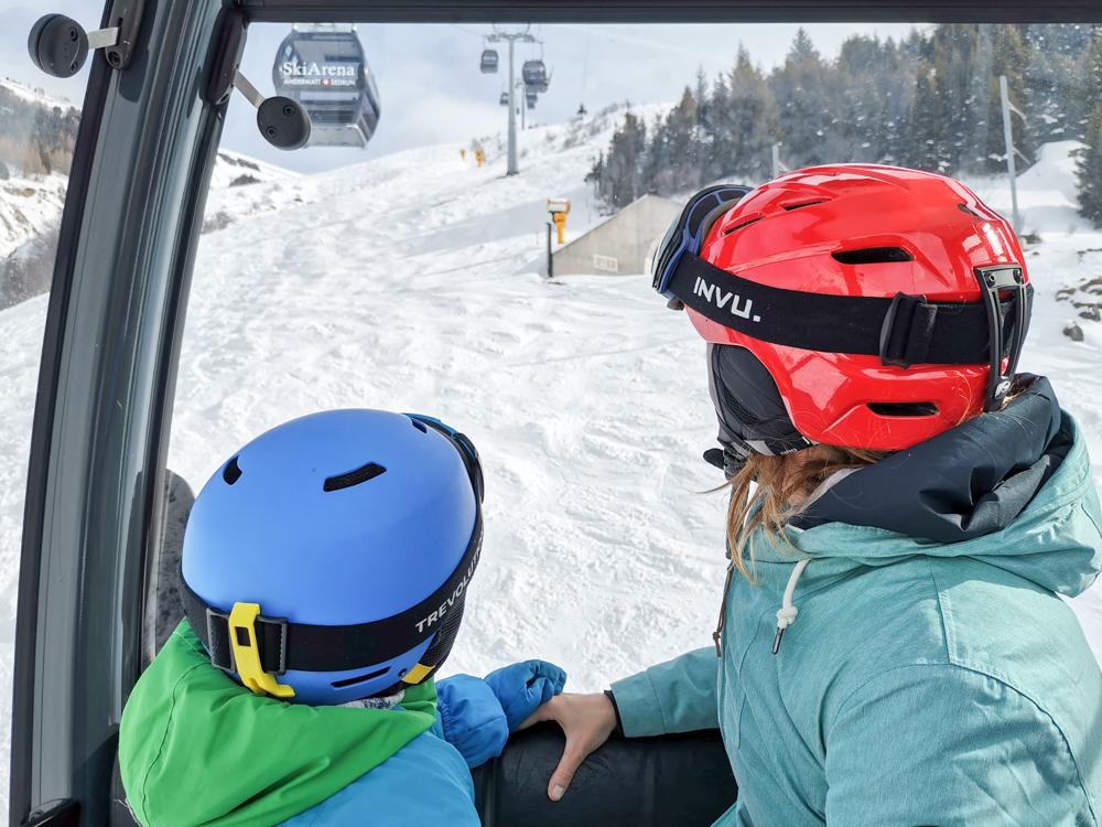 Winterferien Disentis Sedrun Graubünden Schweiz Gondelfahrt Skiarena Andermatt