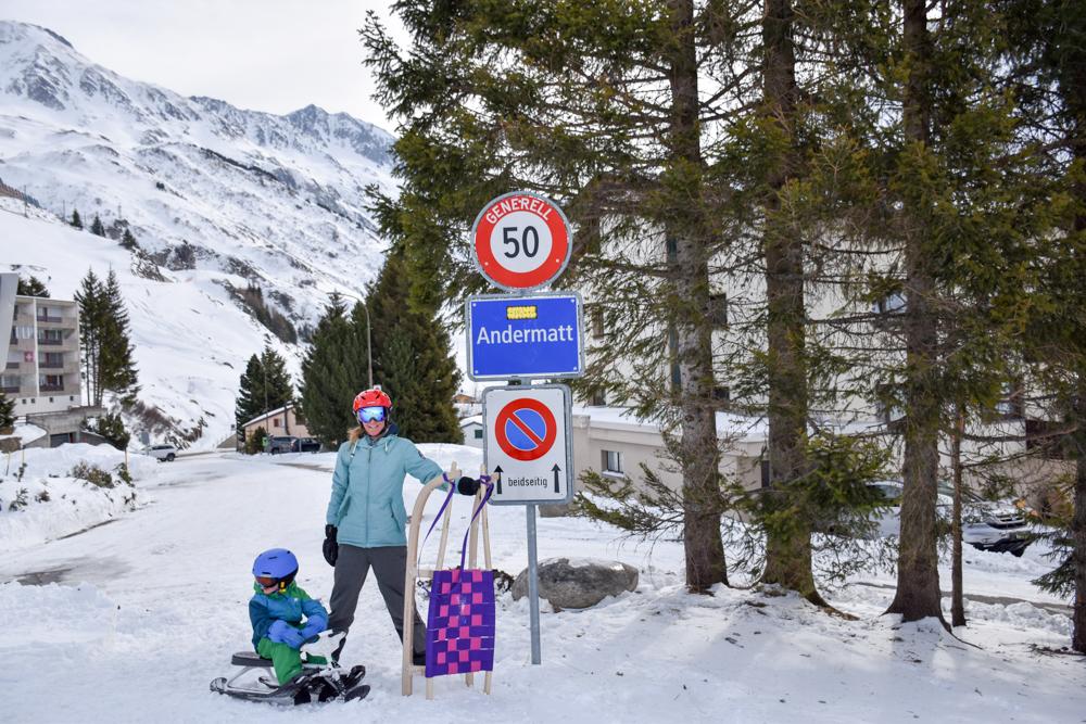 Winterferien Disentis Sedrun Graubünden Schweiz Schliteln von Nätschen nach Andermatt