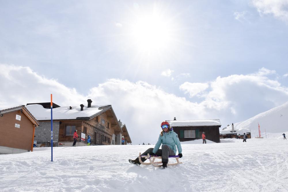 Winterferien Disentis Sedrun Graubünden Schweiz Schlittelpiste Sedrun